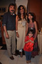 Tony Singh, Deeya Singh at the Celebration of the Completion Party of 100 Episodes of PARVARISH�..kuch khatti kuch meethi in bowling alley on 7th April 2012 (17).JPG