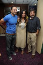 Vivek Mushran, deeya nad Tony Singh at the Celebration of the Completion Party of 100 Episodes of PARVARISH kuch khatti kuch meethi in bowling alley on 7th April 2012.JPG