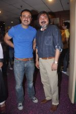 Vivek Mushran, Tony Singh at the Celebration of the Completion Party of 100 Episodes of PARVARISH�..kuch khatti kuch meethi in bowling alley on 7th April 2012 (58).JPG