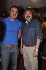 Vivek Mushran, Tony Singh at the Celebration of the Completion Party of 100 Episodes of PARVARISH�..kuch khatti kuch meethi in bowling alley on 7th April 2012 (60).JPG