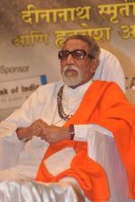 Bal thackeray at Dinanath Mangeshkar awards in Mumbai on 24th April 2012 (86).JPG