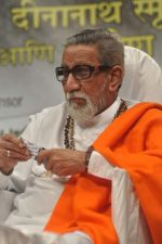 Bal thackeray at Dinanath Mangeshkar awards in Mumbai on 24th April 2012 (93).JPG