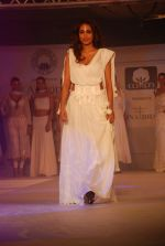 Jiah Khan at Anita Dongre Cotton Council fashion show in Mumbai on 8th May 2012 (90).JPG