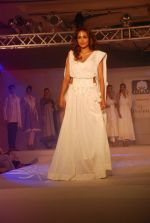 Jiah Khan at Anita Dongre Cotton Council fashion show in Mumbai on 8th May 2012 (91).JPG