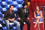 Sanjay Dutt, Navjot Singh Sidhu, Isa Guha on the sets of Extra Innings in R K Studios on 12th May 2012 (24).JPG