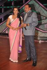 Sonakshi Sinha, Mithun Chakraborty promotes Rowdy Rathore on DID L_il Masters in Mumbai on 15th May 2012 (23).JPG