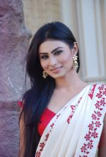 Mouni Roy at life ok new serial devon kedev mahadev shoot in Naigaon on 18th May 2012 (22).JPG
