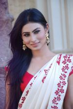 Mouni Roy at life ok new serial devon kedev mahadev shoot in Naigaon on 18th May 2012 (25).JPG