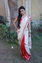 Mouni Roy at life ok new serial devon kedev mahadev shoot in Naigaon on 18th May 2012 (30).JPG