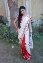 Mouni Roy at life ok new serial devon kedev mahadev shoot in Naigaon on 18th May 2012 (31).JPG