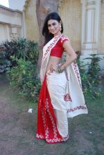 Mouni Roy at life ok new serial devon kedev mahadev shoot in Naigaon on 18th May 2012 (33).JPG