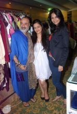 Rupali Suri, Urvee Adhikari at Canvas Summer collection by Urvee Adhikari in Mumbai on 19th May 2012 (115).JPG