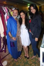 Rupali Suri, Urvee Adhikari at Canvas Summer collection by Urvee Adhikari in Mumbai on 19th May 2012 (114).JPG