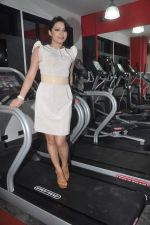 Devshi Khanduri at Physemo Fitness Studios in Kotia Nirman, Behind Fun Republic, Andheri on 18th May 2012 (91).JPG