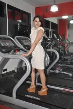 Devshi Khanduri at Physemo Fitness Studios in Kotia Nirman, Behind Fun Republic, Andheri on 18th May 2012 (95).JPG