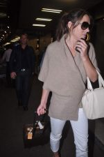 Liz Hurley snapped with Shane Warne at Mumbai airport on 1st June 2012 (25).JPG