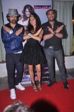 Anusha Dandekar, Ranvijay Singh, Yuvraj Singh at Anusha Dandekar album launch in Tryst, Mumbai on 5th June 2012 (67).JPG
