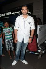 Aftab Shivdasani leave for IIFA to Singapore in International airport on 6th June 2012 (100).JPG