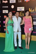 Andrea Jeremiah, Kamal Haasan, Pooja Kumar at the IIFA Rocks Red Carpet on 8th June 2012 (14).JPG