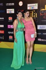 Andrea Jeremiah, Pooja Kumar at the IIFA Rocks Red Carpet on 8th June 2012 (19).JPG