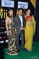 Andrea Jeremiah, Kamal Haasan, Pooja Kumar at IIFA Awards 2012 Red Carpet in Singapore on 9th June 2012  (156).JPG