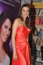 Diana Hayden launches her own book on women_s grooming in Crossword, Juhu, Mumbai on 13th June 2012 (13).JPG