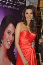 Diana Hayden launches her own book on women_s grooming in Crossword, Juhu, Mumbai on 13th June 2012 (14).JPG