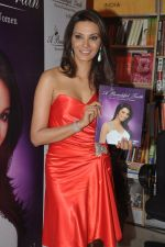 Diana Hayden launches her own book on women_s grooming in Crossword, Juhu, Mumbai on 13th June 2012 (15).JPG