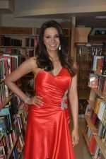 Diana Hayden launches her own book on women_s grooming in Crossword, Juhu, Mumbai on 13th June 2012 (2).JPG