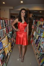 Diana Hayden launches her own book on women_s grooming in Crossword, Juhu, Mumbai on 13th June 2012 (3).JPG