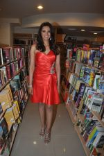 Diana Hayden launches her own book on women_s grooming in Crossword, Juhu, Mumbai on 13th June 2012 (4).JPG