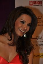 Diana Hayden launches her own book on women_s grooming in Crossword, Juhu, Mumbai on 13th June 2012 (9).JPG