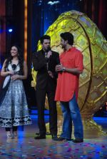 Abhishek Bachchan, Manish Paul, Ragini Khanna on the sets of Jhalak Dikhhlaa Jaa 5 in Filmistan on 20th June 2012 (63).JPG
