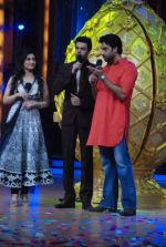 Abhishek Bachchan, Manish Paul, Ragini Khanna on the sets of Jhalak Dikhhlaa Jaa 5 in Filmistan on 20th June 2012 (65).JPG