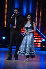 Manish Paul, Ragini Khanna on the sets of Jhalak Dikhhlaa Jaa 5 in Filmistan on 20th June 2012 (74).JPG