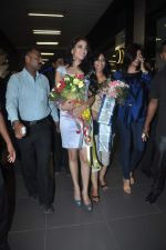 Sushmita Sen with I am She girl Himangini Singh wins Miss Asia Pacific World title and returns to Mumbai in International Airport on 21st June 2012 (40).JPG