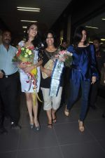 Sushmita Sen with I am She girl Himangini Singh wins Miss Asia Pacific World title and returns to Mumbai in International Airport on 21st June 2012 (42).JPG