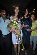Sushmita Sen with I am She girl Himangini Singh wins Miss Asia Pacific World title and returns to Mumbai in International Airport on 21st June 2012 (44).JPG