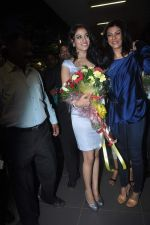 Sushmita Sen with I am She girl Himangini Singh wins Miss Asia Pacific World title and returns to Mumbai in International Airport on 21st June 2012 (50).JPG
