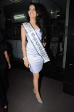 Sushmita Sen with I am She girl Himangini Singh wins Miss Asia Pacific World title and returns to Mumbai in International Airport on 21st June 2012 (62).JPG