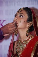 Manasi Parekh Gohil As Showstopper At Beauty Event in Mumbai on 25th June 2012 (32).JPG