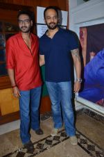 Rohit Shetty, Ajay Devgan promote film Bol Bachchan on the sets of Taarak Mehta Ka Ooltah Chashmah in Andheri, Mumbai on 28th June 2012 (88).JPG