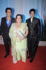 Tusshar Kapoor, Jeetendra, Shobha Kapoor at Esha Deol_s wedding reception in five-star hotel,Mumbai on 30th June 2012 (100).JPG