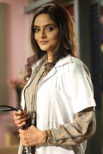 Madhoo in the still from movie Tomchi (7).jpg