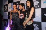Deepika Padukone, Saif Ali Khan, Diana Penty at the Cocktail bash in Santacruz, Mumbai on 6th July 2012 (131).JPG