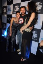 Deepika Padukone, Saif Ali Khan, Diana Penty at the Cocktail bash in Santacruz, Mumbai on 6th July 2012 (133).JPG