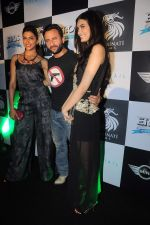 Deepika Padukone, Saif Ali Khan, Diana Penty at the Cocktail bash in Santacruz, Mumbai on 6th July 2012 (136).JPG