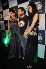 Deepika Padukone, Saif Ali Khan, Diana Penty at the Cocktail bash in Santacruz, Mumbai on 6th July 2012 (142).JPG