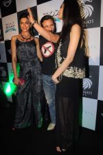 Deepika Padukone, Saif Ali Khan, Diana Penty at the Cocktail bash in Santacruz, Mumbai on 6th July 2012 (144).JPG