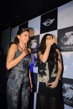 Deepika Padukone,Diana Penty at the Cocktail bash in Santacruz, Mumbai on 6th July 2012 (137).JPG